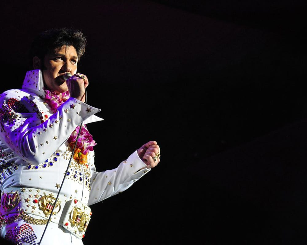 Elvis show in Maui - 2123